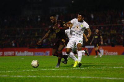 PSM Makassar Taklukkan Persebaya Surabaya 2 – 1