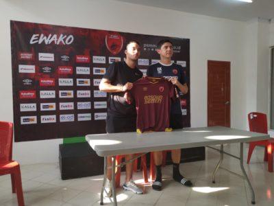 Kehadiran Ezra Walian Membuat Pelatih PSM Makassar Merasa Senang