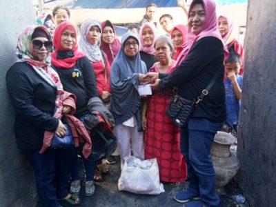 Alumni 94 MTsN 1 Makassar Kunjungi Korban Kebakaran Karuwisi