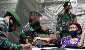 Tim Kesehatan Kodam Hasanuddin Tak Kenal Lelah Layani Pasien Sakit Pasca Gempa