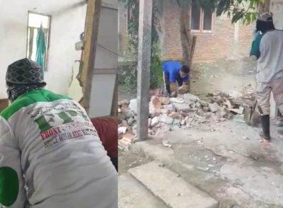 Terjun ke Lokasi Gempa Sulbar, FPI Makassar Bersihkan Reruntuhan Rumah Tinggal Warga